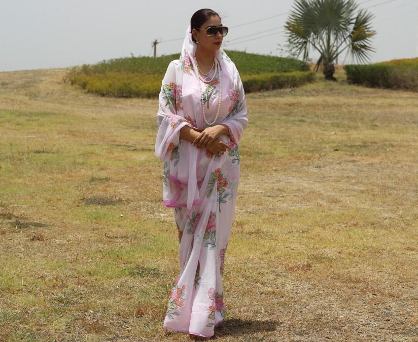 powder pink floral chiffon saree - pink paparazzi